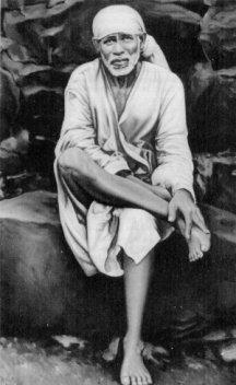 """Širdi Sai Baba je rekao: """"Božje ime je neprolazno, Alah Malik!"""" Baba takođe navodi da Bog nema imena. On je izvan imena i formi."""