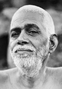 """Bhagavan Ramana Maharši je rekao: """"Mantra je kanal koji pomera tok misli. Mantra je izgrađena brana koja usmerava vodu tamo gde je potrebno. Džapa znači čvrsto se uhvatiti za jednu misao pri čemu se isključuju sve ostale misli, to je svrha Džape. Ona vodi dhjani (meditaciji) što se završava Samospoznajom."""""""