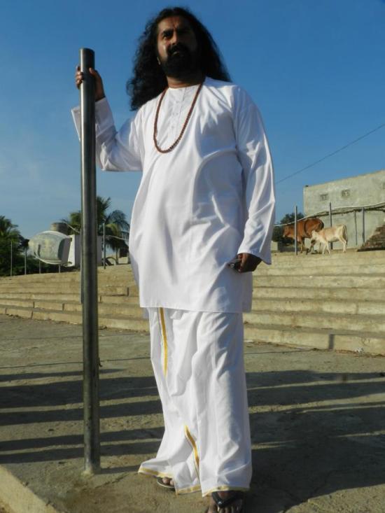 Kada sam se vratio u uobičajedno budno stanje, shvatio sam kako je u stvari moćan avaduta this Muli Baba. Odmah sam se vratio  kod njega.