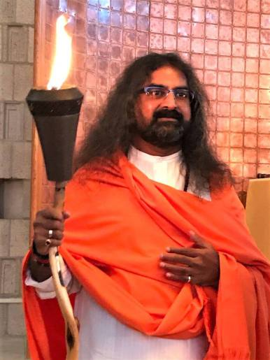 mohanji-holding-the-lamp-of-love-peace-and-truth